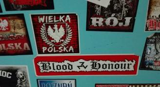 Nazistowskie, antysemickie i homofobiczne hasła na drzwiach poznańskiej szkoły (NEWS + ARTYKUŁ)
