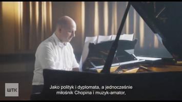 Minister z Poznania gra Chopina. Nagranie podbija sieć [VIDEO]