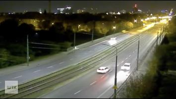 Wypadek przy rondzie Śródka. Kierowca jechał pod prąd. Sa ranni [FILM]